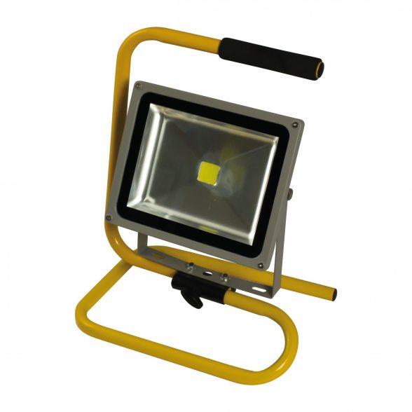 30 watt led flutlichtstrahler von heitronic auf tragegestell. Black Bedroom Furniture Sets. Home Design Ideas
